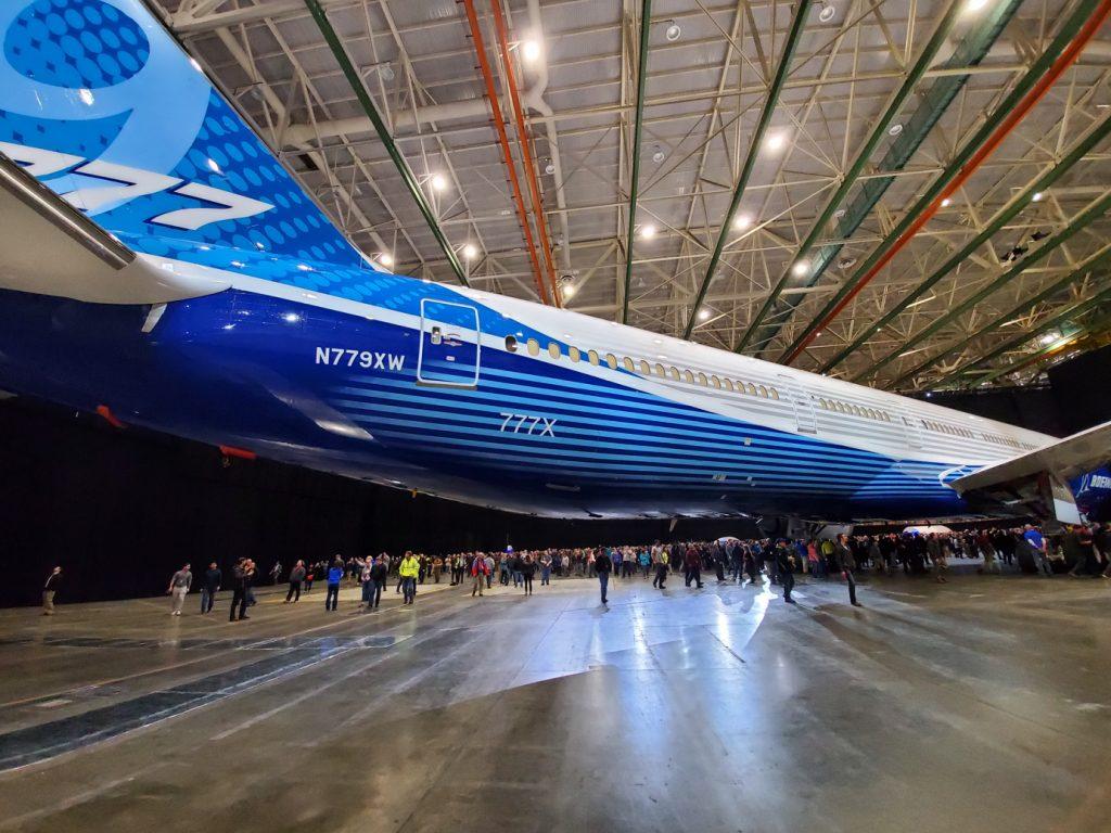 Boeing приостанавливает испытания новых самолетов 777X