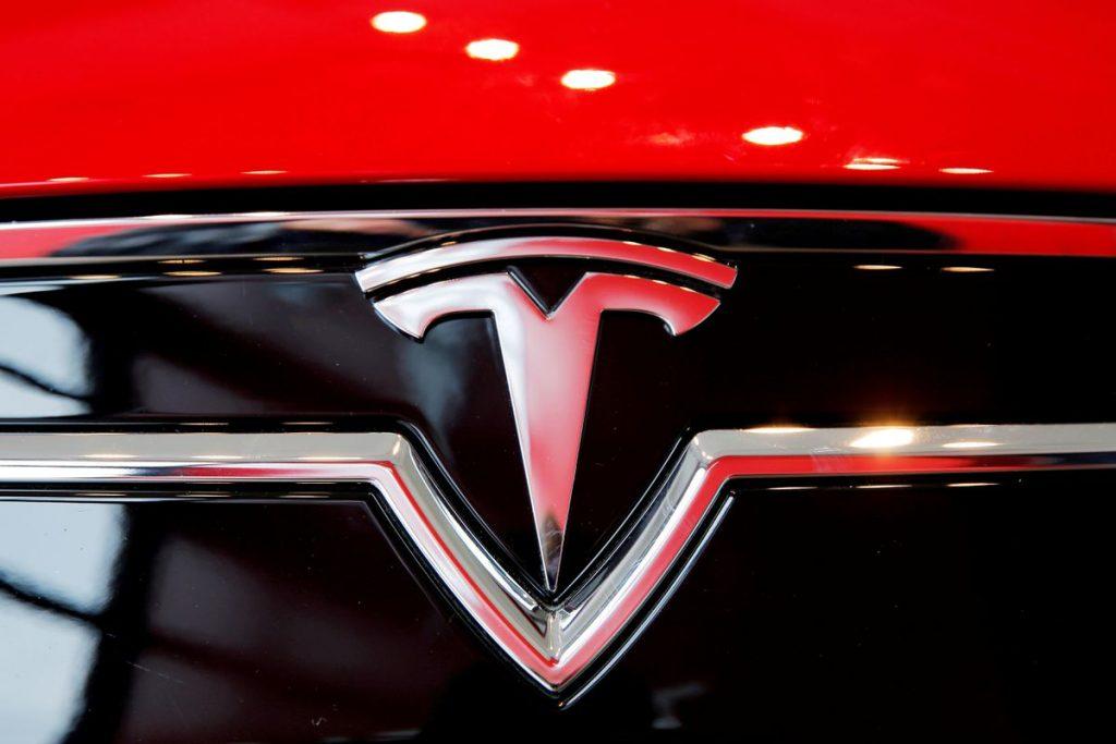 В США выявили 12-ю аварию с участием систем помощи Tesla с участием автомобиля скорой помощи
