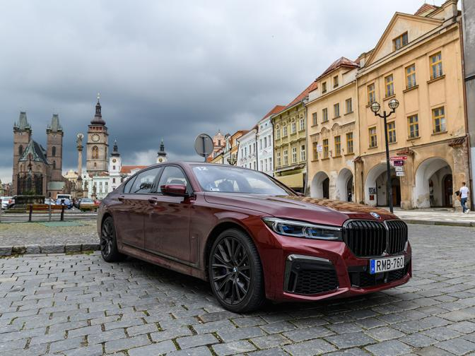 BMW удивила аналитиков сильным финальным рывком