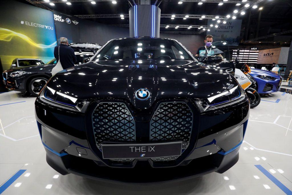 BMW повысила прогноз годовой прибыли до 9,5-10,5%