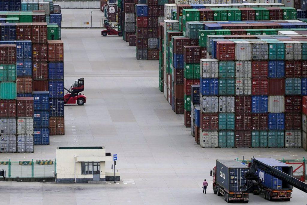 Экспорт и рост импорта Китая, вероятно, замедлились в августе из-за случаев COVID-19 и проблем с поставками