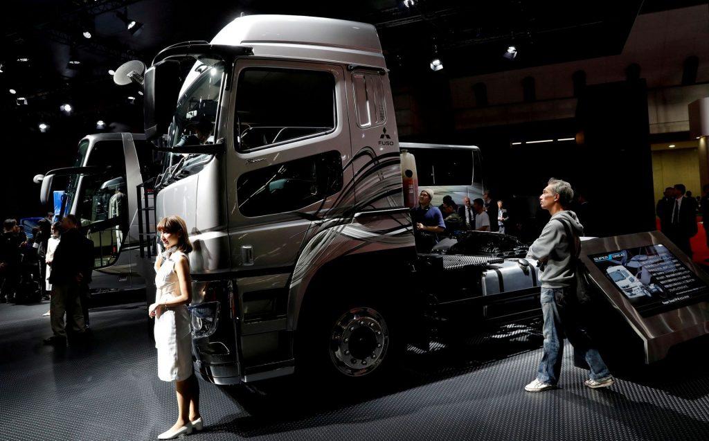 Производство Daimler Trucks ниже спроса из-за нехватки чипов