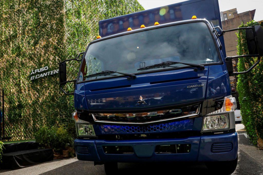 Акционеры Daimler проголосовали за выделение грузового подразделения