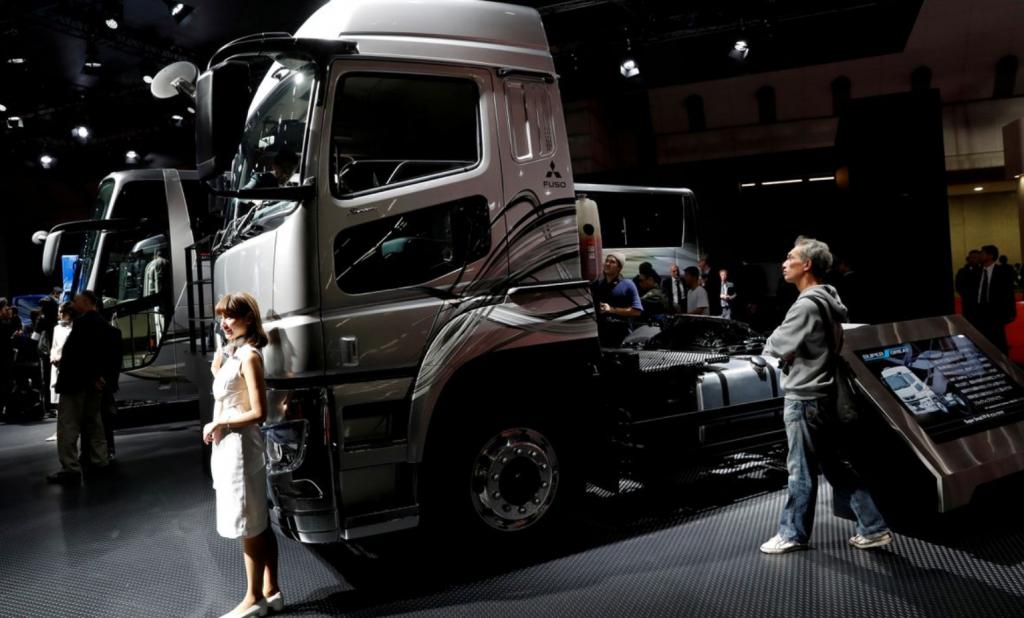 Daimler планирует реорганизацию компании производства грузовых автомобилей к концу года