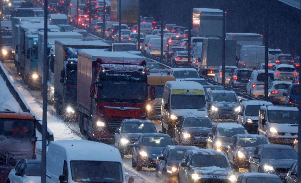 Продажи новых автомобилей в Европе упали