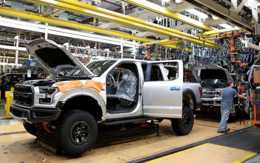Ford снова сокращает производство грузовиков из-за нехватки чипов
