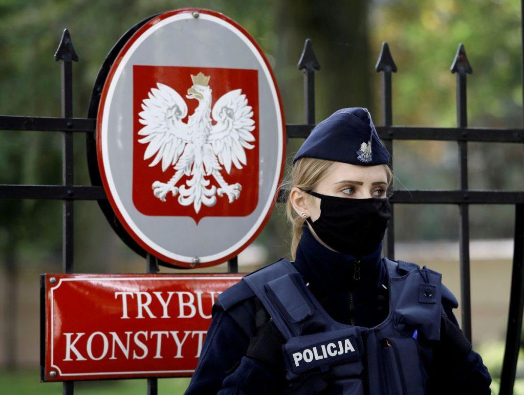 Франция и Германия заявляют, что Польша должна соблюдать правила EC