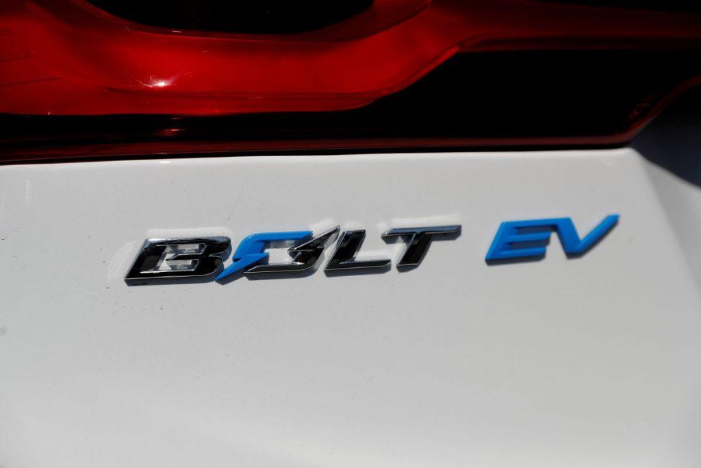 GM продлевает остановку производства EV Bolt до середины октября