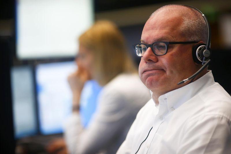 © Reuters. Фондовая Европа падает третью сессию подряд