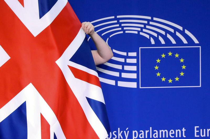 """© Reuters. Только треть британцев поддерживает """"жесткий"""" Brexit"""