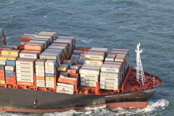 Затонуло 270 контейнеров: MSC берет на себя расходы по уборке