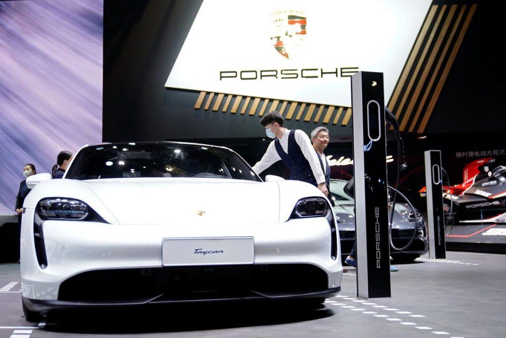 Porsche AG видит огромный спрос на электрический Taycan