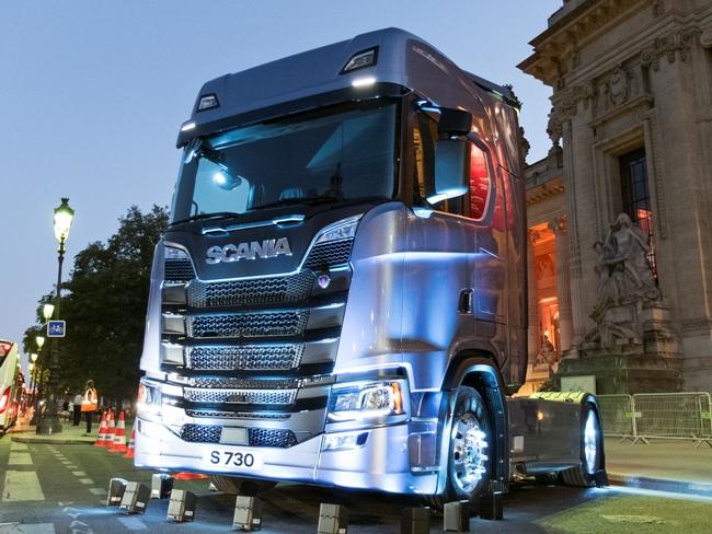 Новая Scania  Грузовик года 2017