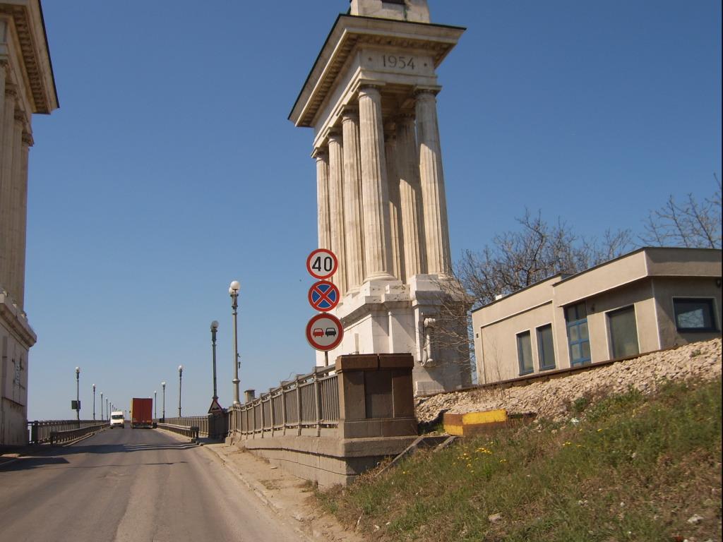 Дунав мост остановил движение