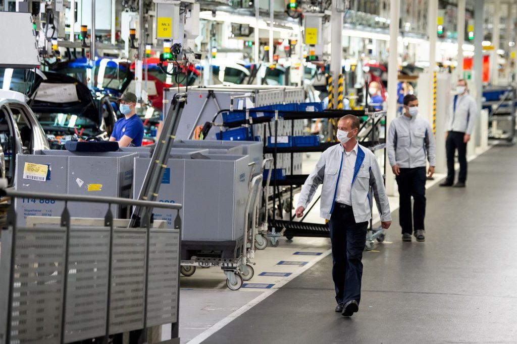 Проблемы с поставками вызывают падение промышленного производства в Германии