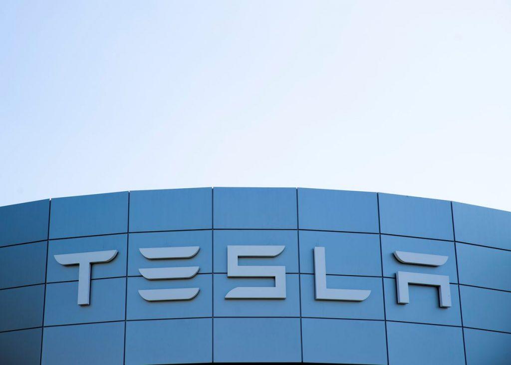 Маск из Tesla просит сотрудников `` перейти на супер-хардкор '', чтобы обеспечить достойные поставки в третьем квартале