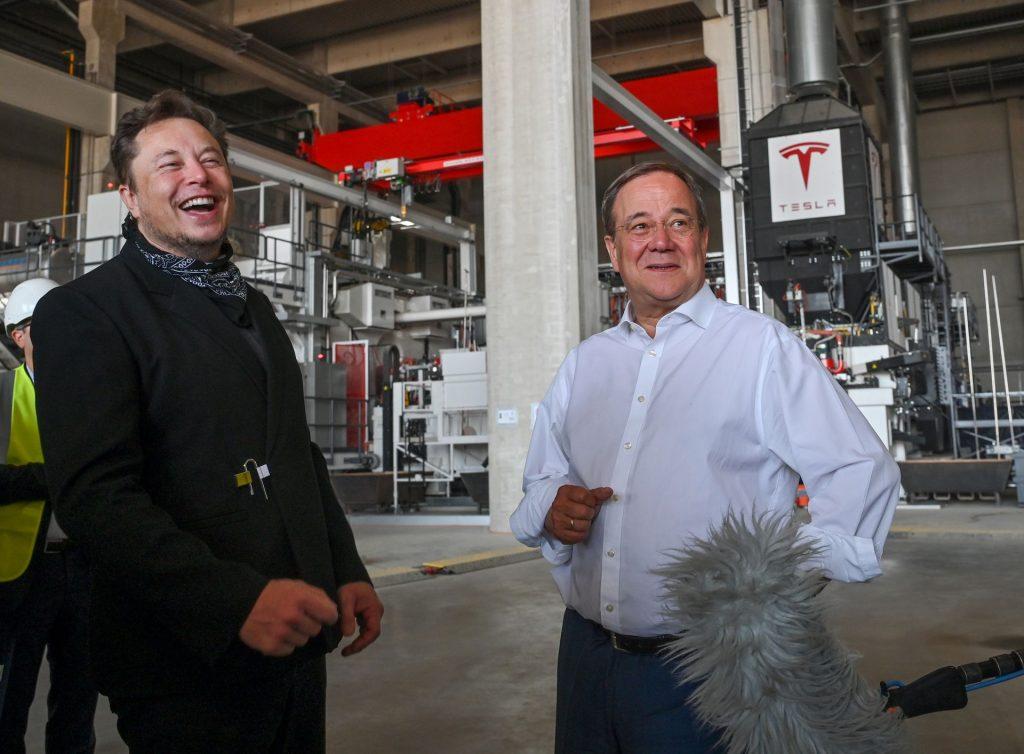 Tesla надеется выпустить первые автомобили на заводе в Берлине в октябре