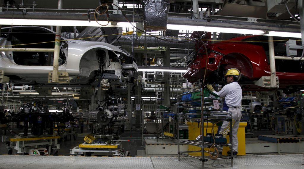 Toyota сокращает выпуск в сентябре на фоне кризиса чипов, всплеска COVID