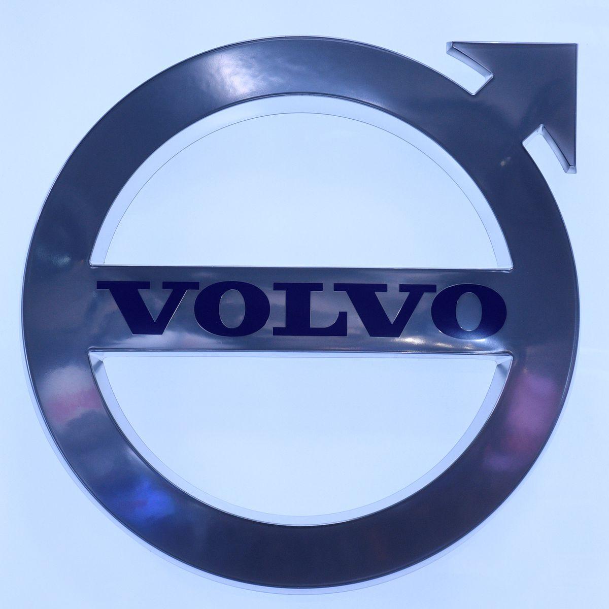 Прибыль производителя грузовиков Volvo превосходит прогноз, но проблемы с чипами сохраняются