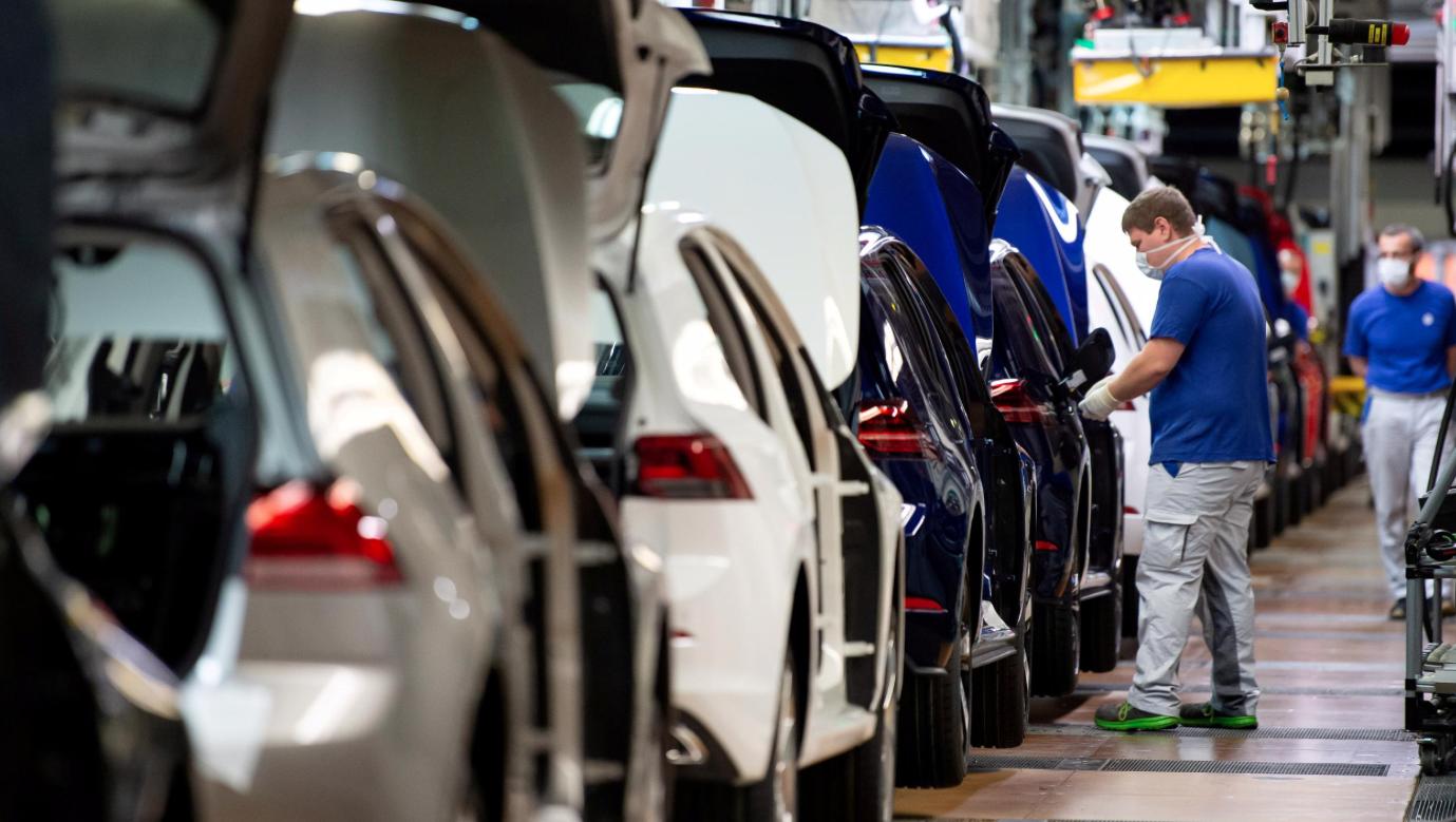 Режим жесткой экономии вводит Volkswagen