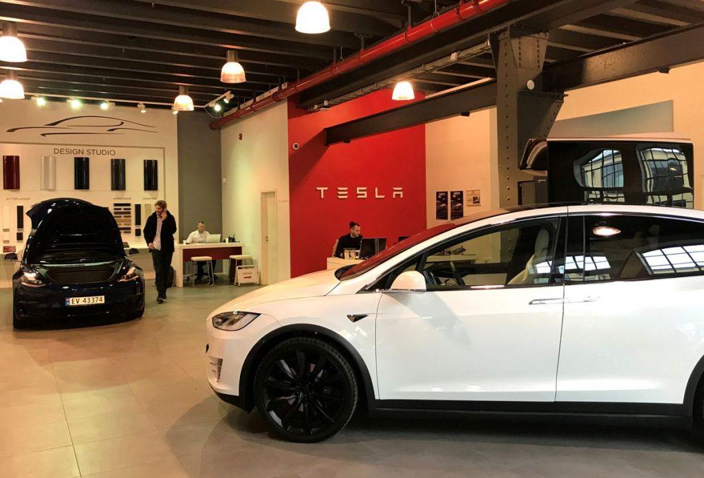 Tesla: 80% продаж автомобилей в Норвегии - электромобили