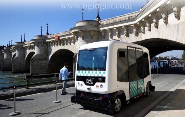 Самоуправляемый микроавтобус в Париже