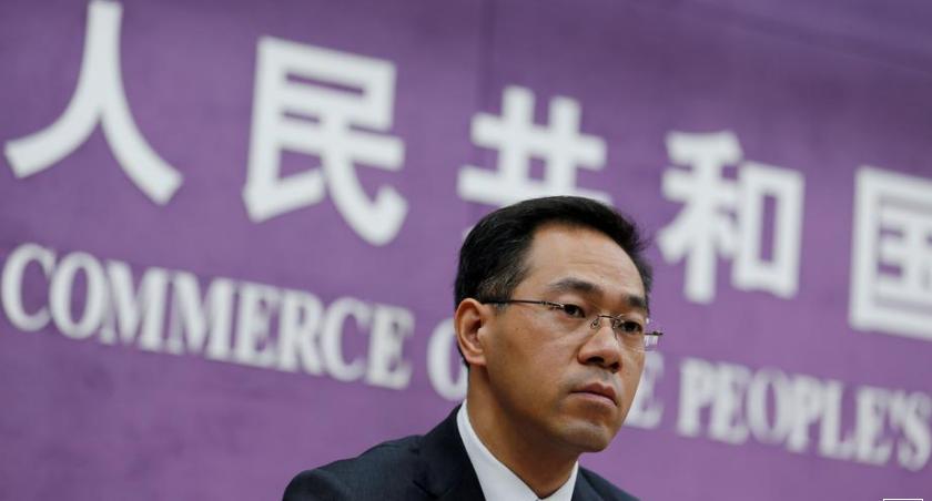 Файл Фото: пресс-секретарь Министерства торговли Китая Гао Фэн принимает участие в пресс-конференции в Министерстве торговли в Пекине, Китай, 19 июня 2018 года. REUTERS / Thomas Peter / File Photo