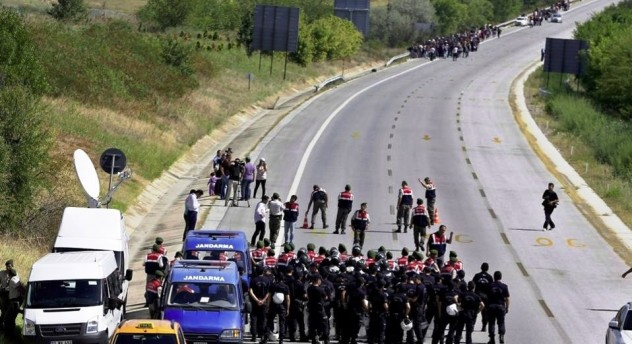 Тысячи беженцев вышли из Стамбула в сторону Болгарии