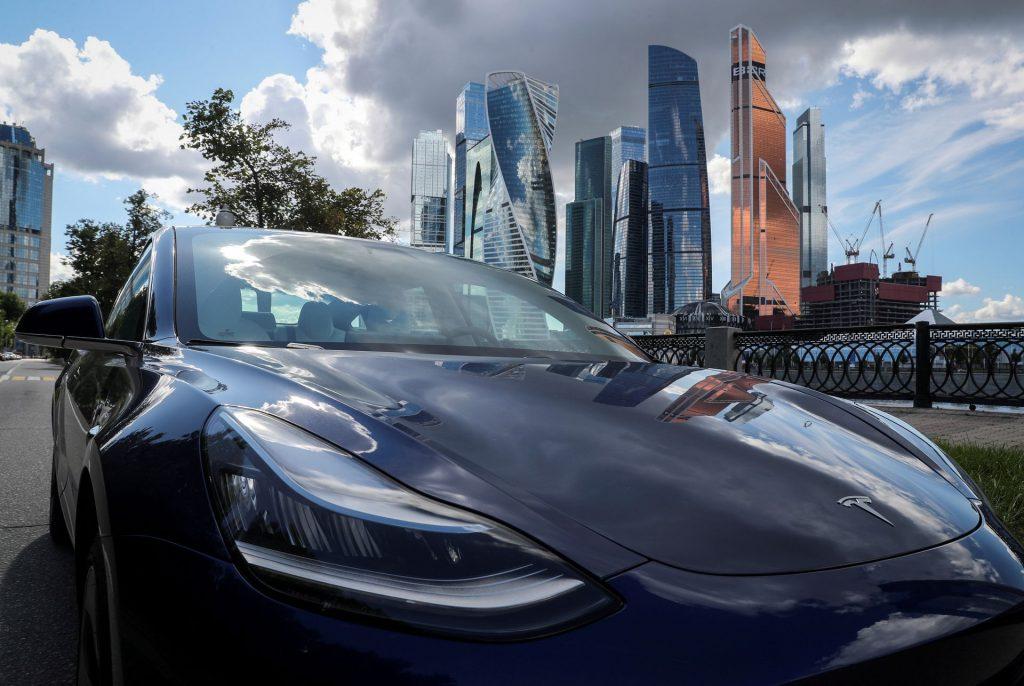 Москва, столица богатой нефтью России, нацелена на рост производства электромобилей