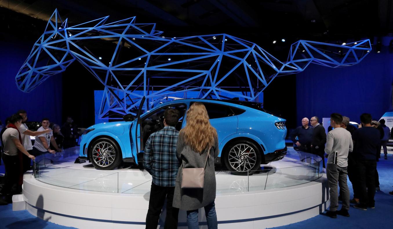 Ford предложит вождение без помощи рук в 2021 году
