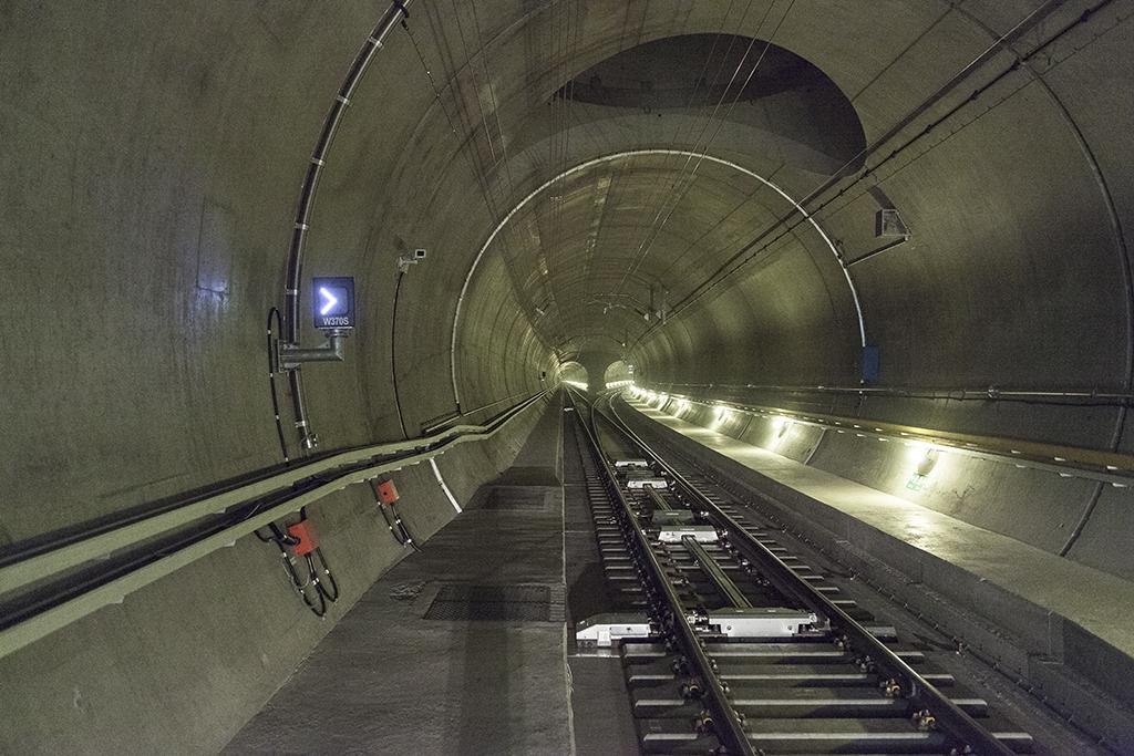 Открыт для движения самый длинный тоннель в мире