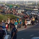 Беженцы серьезно осложнили дорожную обстановку в Венгрии