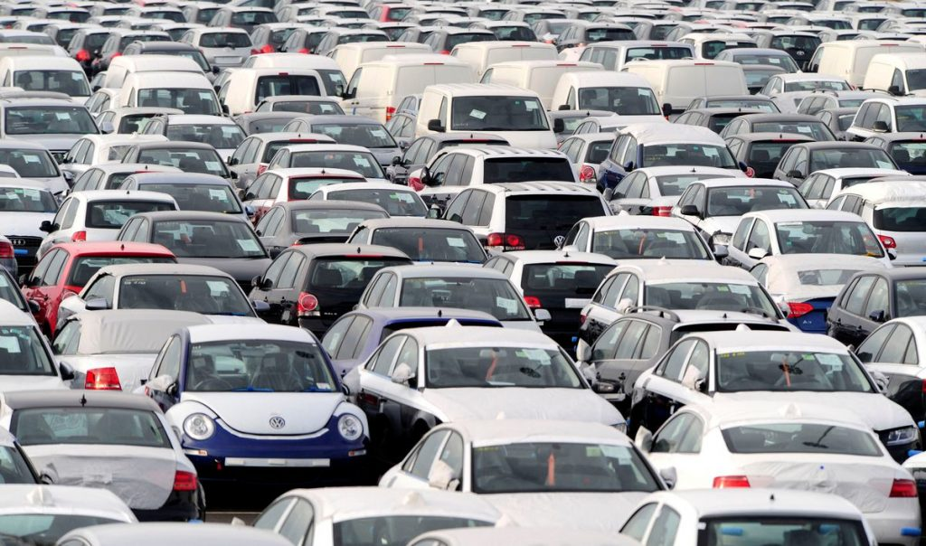 Продажи новых автомобилей в Великобритании упали до самого низкого уровня с 1998 года
